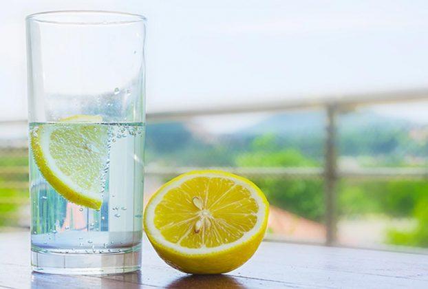 9 دلیل مهم برای آغاز نوشیدن آب لیمو به صورت روزانه
